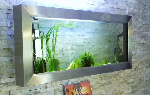 aquarium mural suspendu