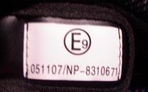 etiquette casque moto