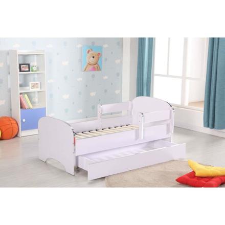 lit petite fille avec barriere