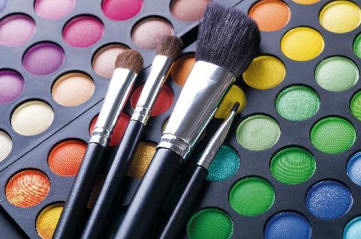 palette maquillage avec pinceaux