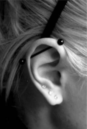 piercing cartilage barre