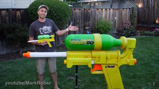 pistolet a eau enorme