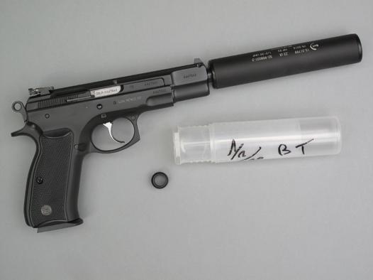 pistolet avec silencieux intégré